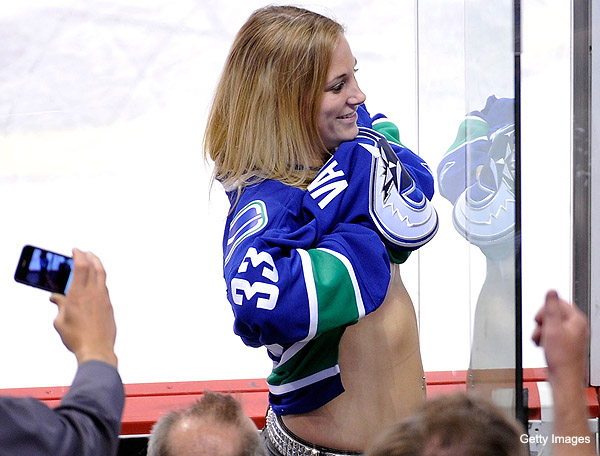vancouver-canucks-boob-flasher-gal-face.jpg